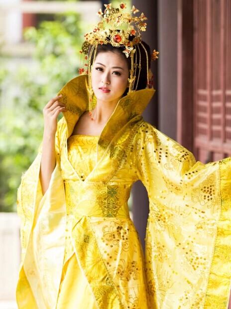 青岛化妆培训机构教你金碧辉煌的大唐盛世造型