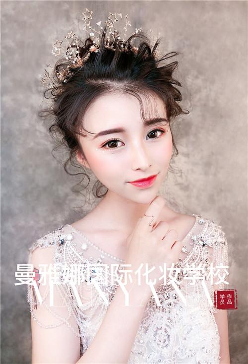 山东青岛技术最好的学校,新娘化妆造型