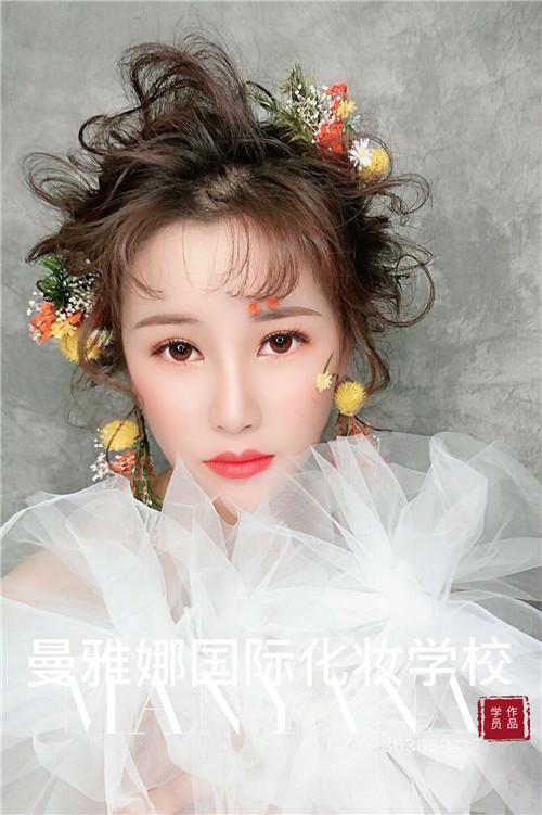 青岛学习化妆造型,新娘跟妆培训