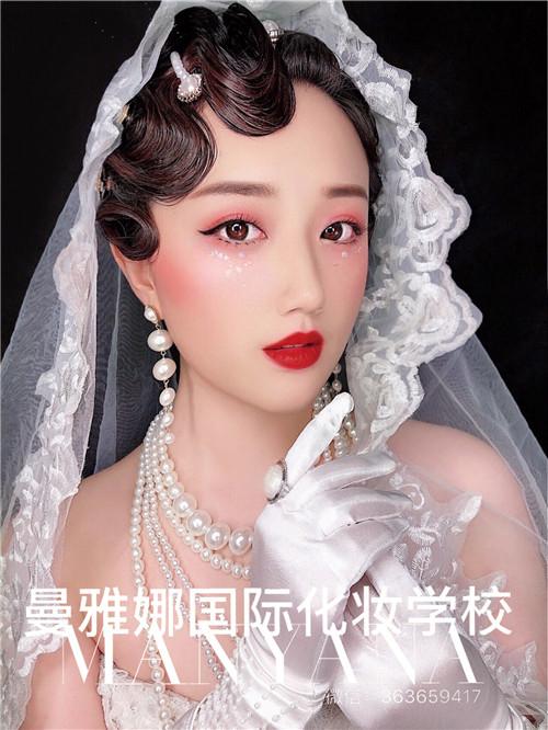 青岛最好的化妆培训学校之一,曼雅娜学生课堂作品