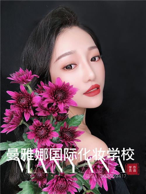 青岛正规的化妆培训学校,曼雅娜学生课堂作品