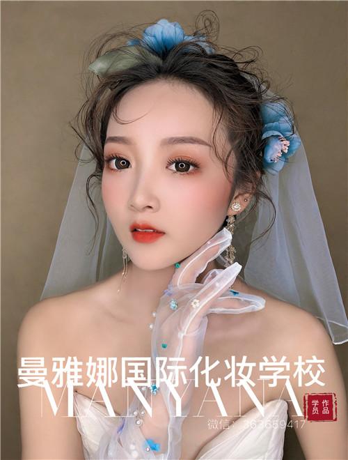 青岛新娘跟妆,曼雅娜