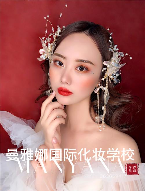 青岛曼雅娜国际化妆学校,学员新娘造型作品